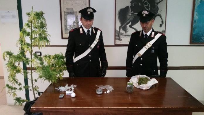 La droga sequestrata dai carabinieri di Terracina e Fondi il 26 ottobre 2015