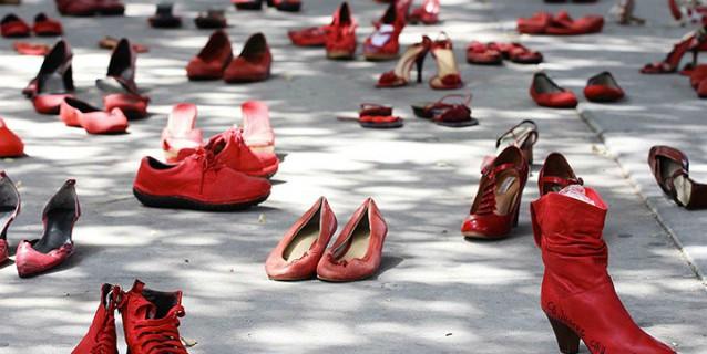 scarpe-contro-la-violenza-delle-donne-638x320