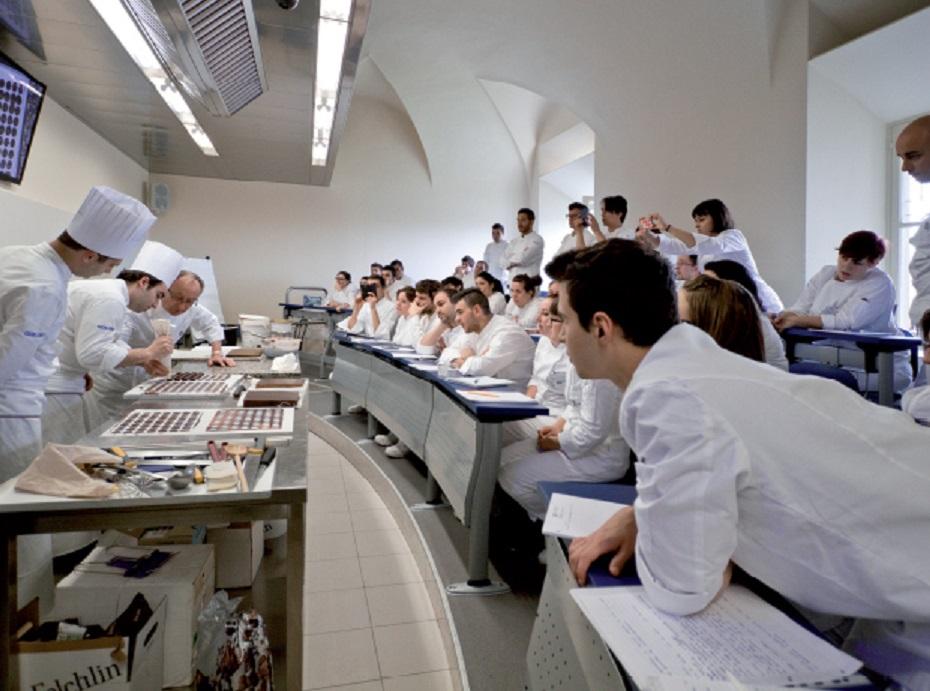 Istituti alberghieri studenti in mora e laboratori a for Industria italiana arredi