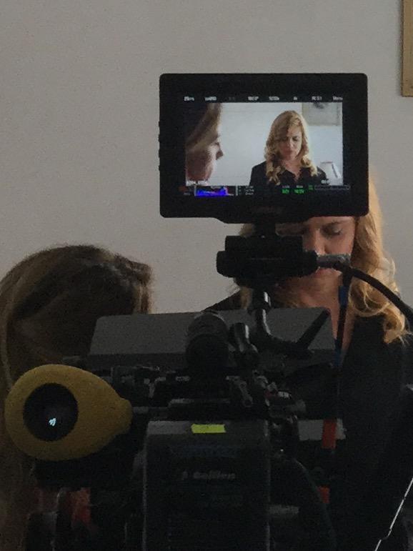 Debora Caprioglio sul set di Confinati a Ponza