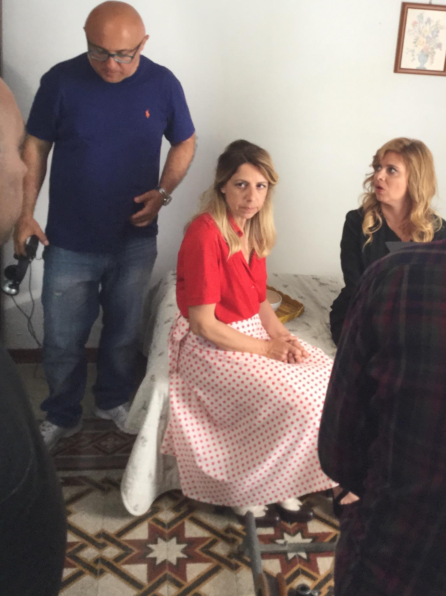 Francesco Maria Cordella e Debora Caprioglio sul set di Confinati a Ponza