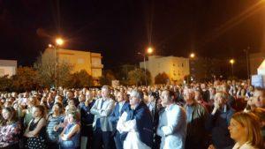La folla assiepata in via dei Mille per la chiusura della campagna elettorale di Nicola Calandrini