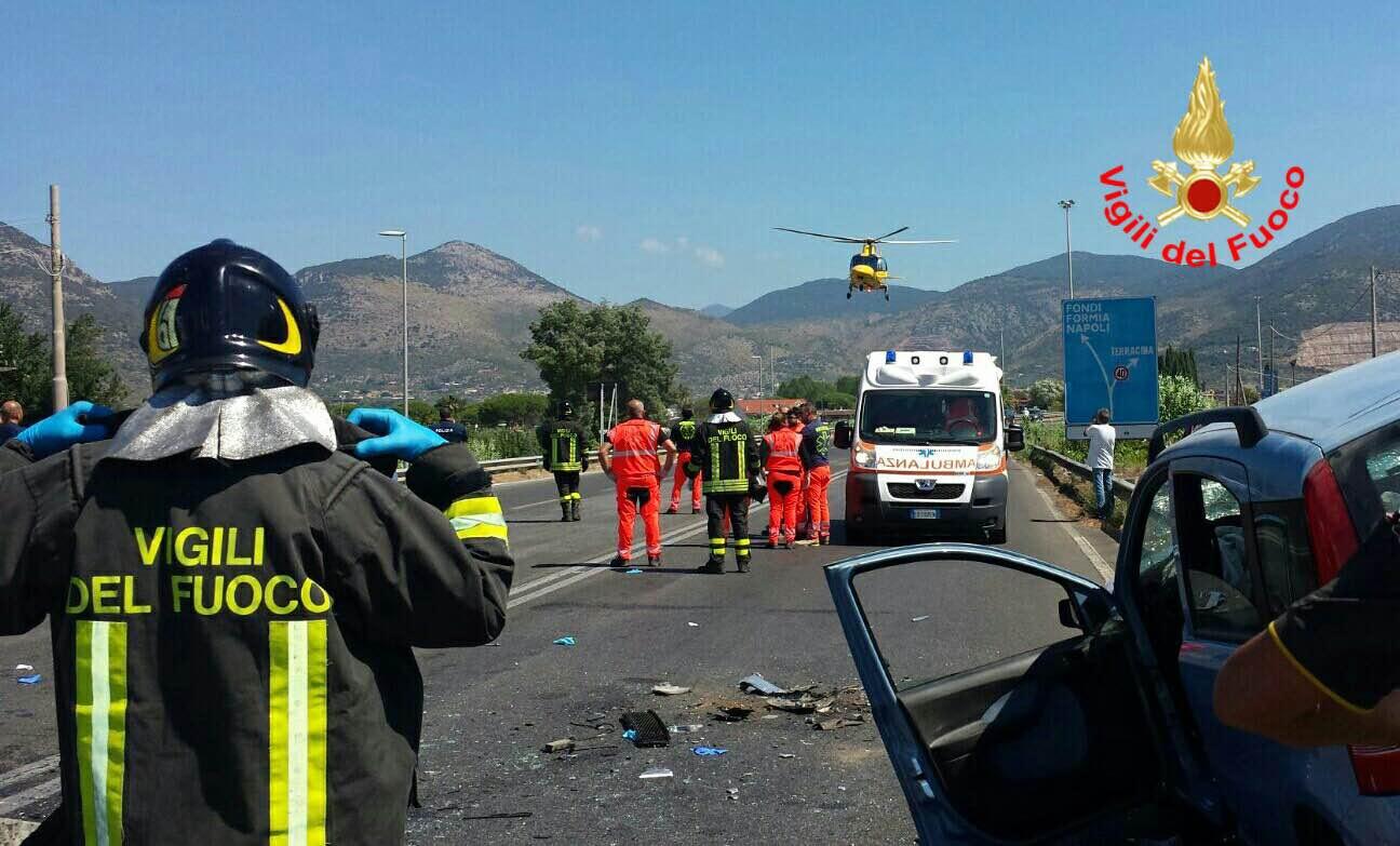 Terracina, carambola tra auto: quattro feriti gravi, c'è anche una bimba