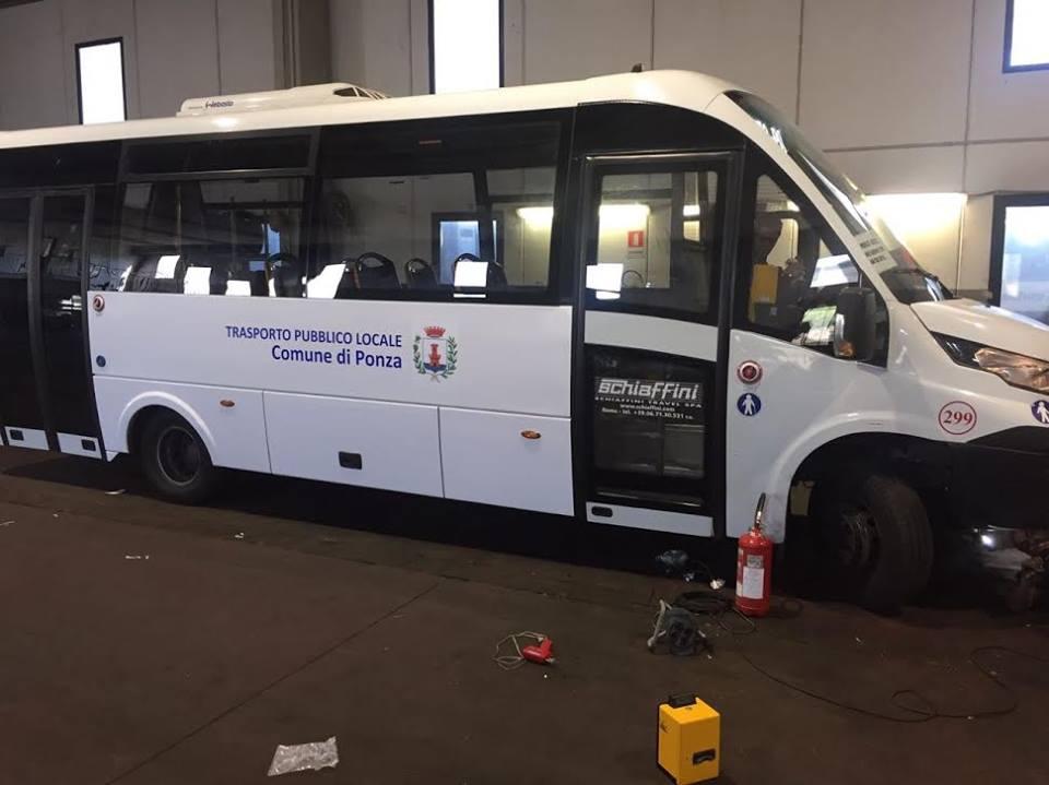 Ponza Nuovi Bus Per Il Trasporto Sullisola Il Sindaco I Vecchi