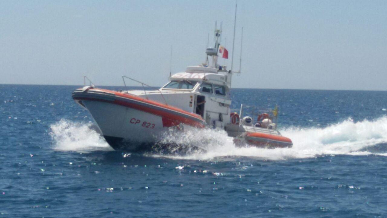 Pensionato eroe muore annegato per salvare tre bambini in difficoltà